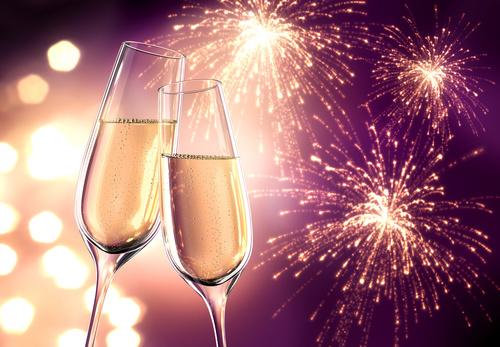 Champagnerglser Violett mit Feuerwerk